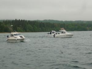 Starten går och de 13 båtarna i dagens startfält ger sig ut på böljan den blå.